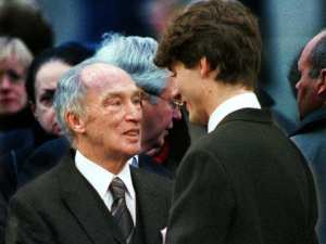 pierre-and-justin-city-nov-20-98-pierre-trudeau-embraces-hi